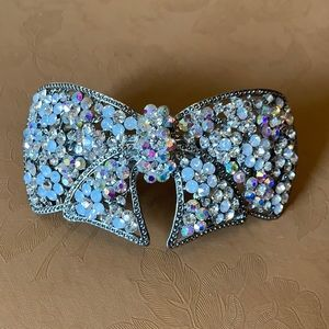 NWOT sparkly bow shaped hair clip